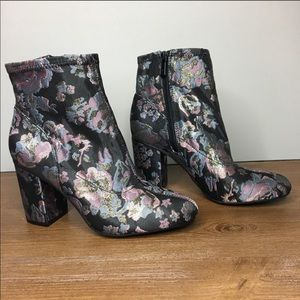 Kenneth Cole NWOT Floral Block Heel Boots